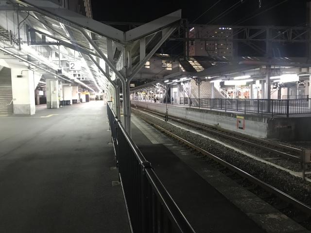 終電待ちの駅
