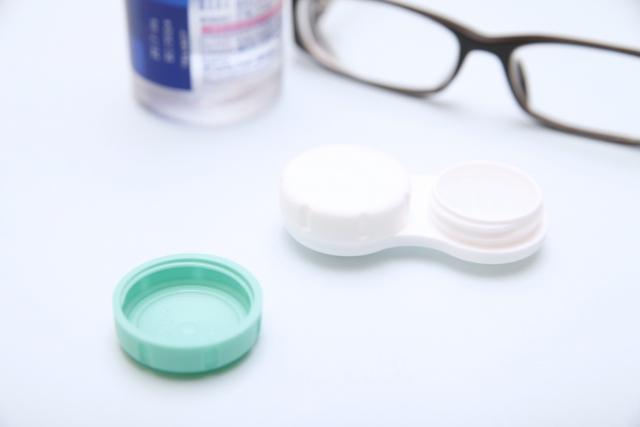 眼鏡とレンズケース